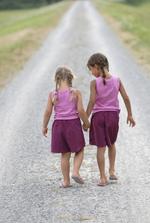 Girls_walking72dpi